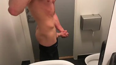 HOT 18 Year Old Jerking Of in The Gym