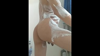 Hot Bubble Butt Twink Takes Sexy Shower