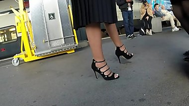 BEST 2018 SEXY TEEN MILF LEGS CROSSED TOES AMATEUR VOYEUR CANDID FEET 118