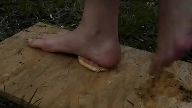 Czech girl, 18yo, walk food, feet 43
