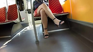 BEST 2018 SEXY TEEN MILF LEGS CROSSED TOES AMATEUR VOYEUR CANDID FEET 115