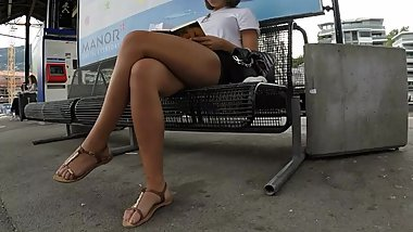 BEST 2018 SEXY TEEN MILF LEGS CROSSED TOES AMATEUR VOYEUR CANDID FEET 105