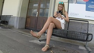 BEST 2018 SEXY TEEN MILF LEGS CROSSED TOES AMATEUR VOYEUR CANDID FEET 87