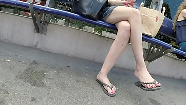 BEST 2018 SEXY TEEN MILF LEGS CROSSED TOES AMATEUR VOYEUR CANDID FEET 66