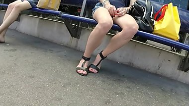 BEST 2018 SEXY TEEN MILF LEGS CROSSED TOES AMATEUR VOYEUR CANDID FEET 65