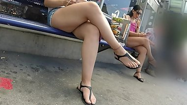 BEST 2018 SEXY TEEN MILF LEGS CROSSED TOES AMATEUR VOYEUR CANDID FEET 60