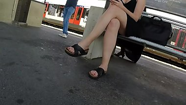 BEST 2018 SEXY TEEN MILF LEGS CROSSED TOES AMATEUR VOYEUR CANDID FEET 59