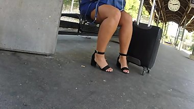 BEST 2018 SEXY TEEN MILF LEGS CROSSED TOES AMATEUR VOYEUR CANDID FEET 55
