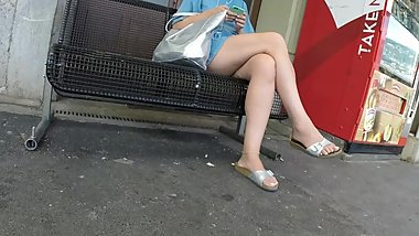 BEST 2018 SEXY TEEN MILF LEGS CROSSED TOES AMATEUR VOYEUR CANDID FEET 49