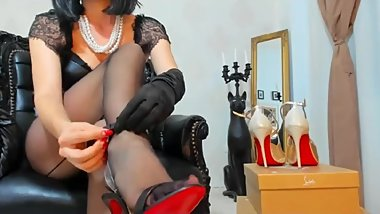 2018-07-27 12-41-30 mfc 16944800 brunette milf in high heels