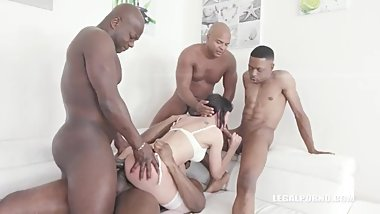 Sasha Colibri discovers black feeling & takes BBC shower IV186